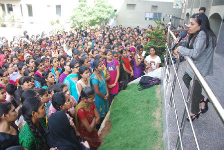 Civil-topper-Ira-Singhal-interacted-with-the-students